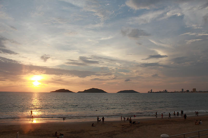 atardecer en playa norte Mazatlan
